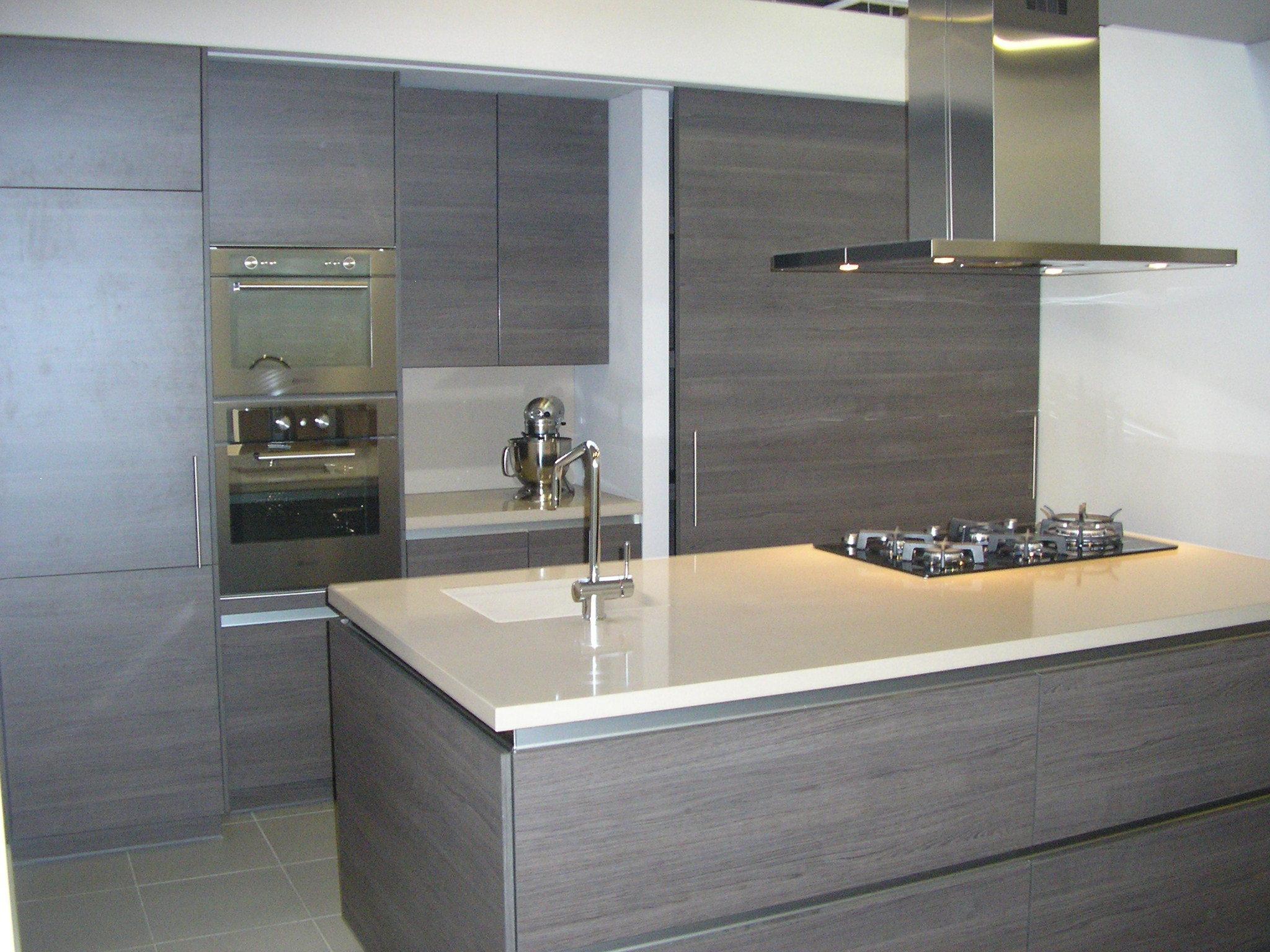 Moderne Greeploze Keuken : Moderne greeploze keuken met composiet werkblad d outlet